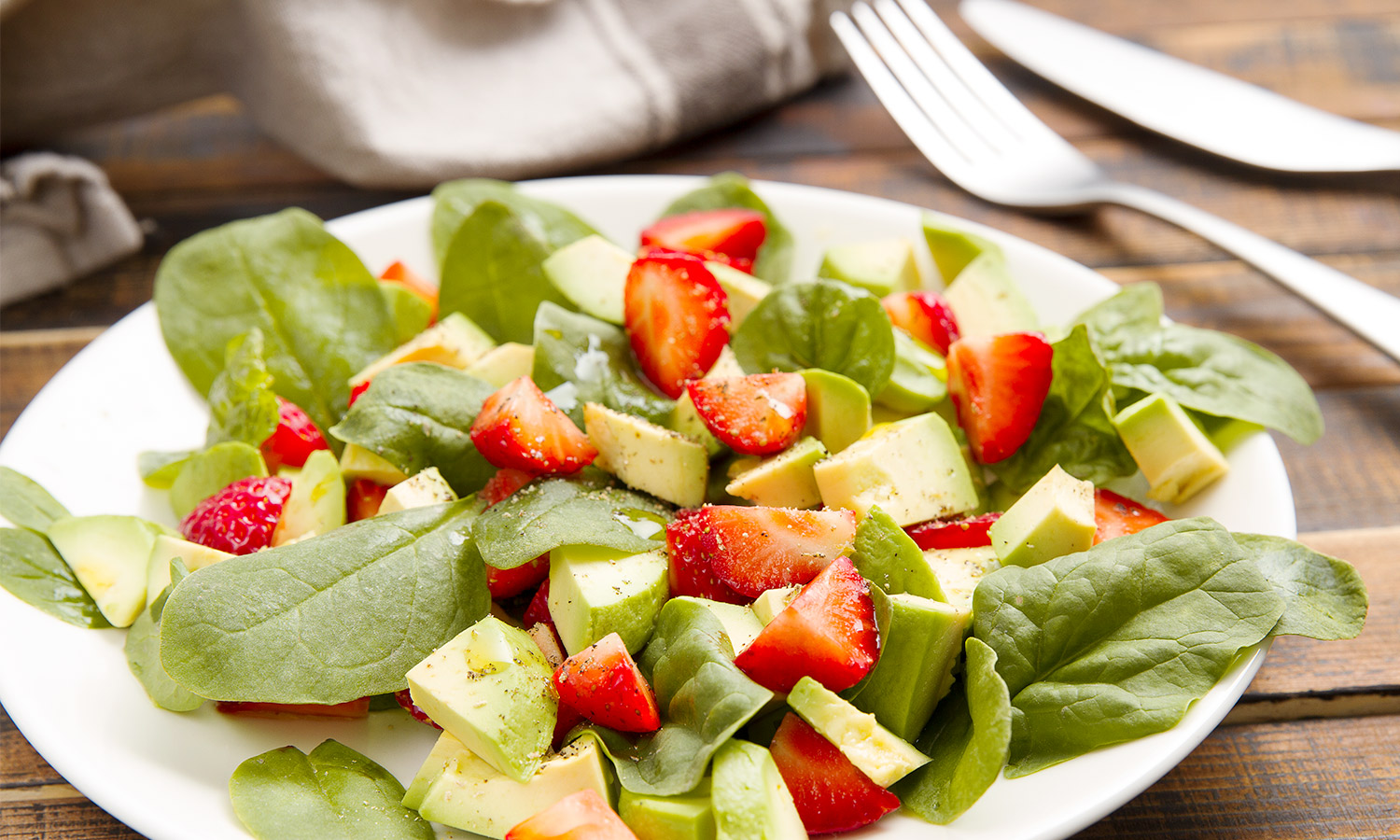 Salad with strawberries, avocado and spinach