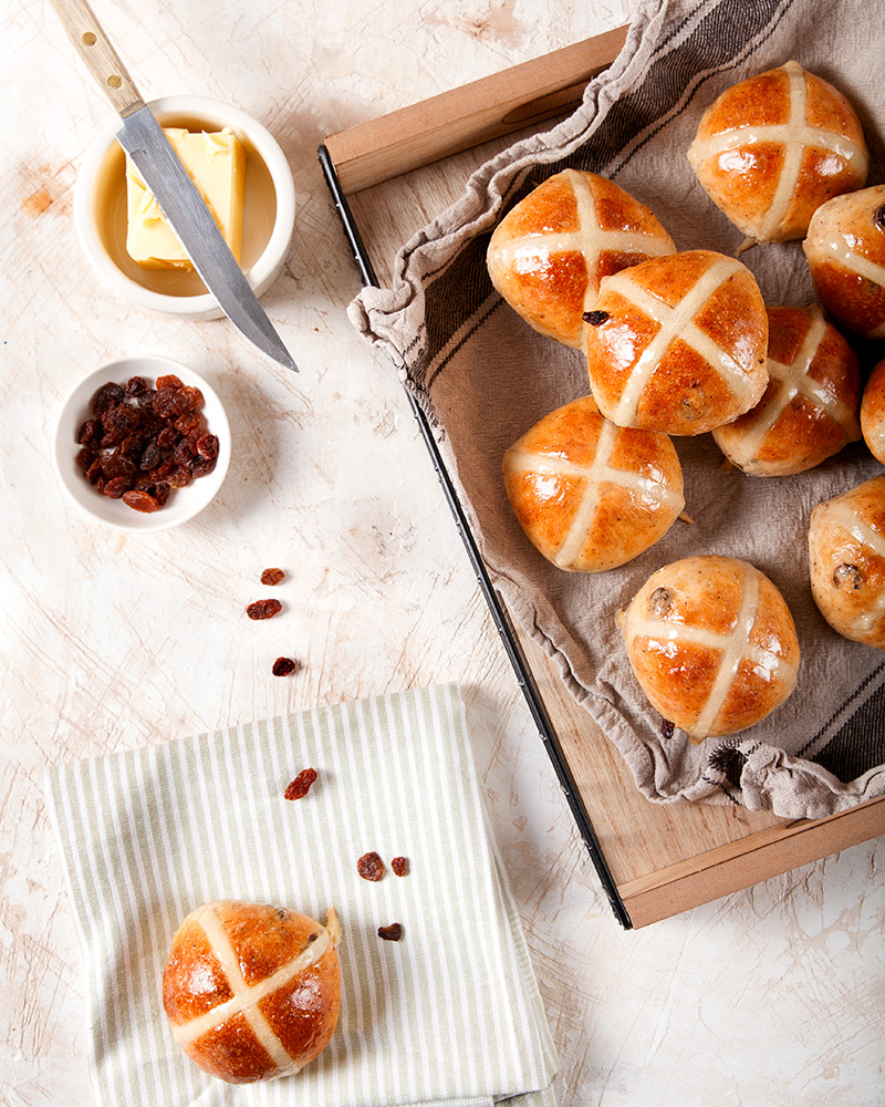 Easter cross buns with raisins and butter