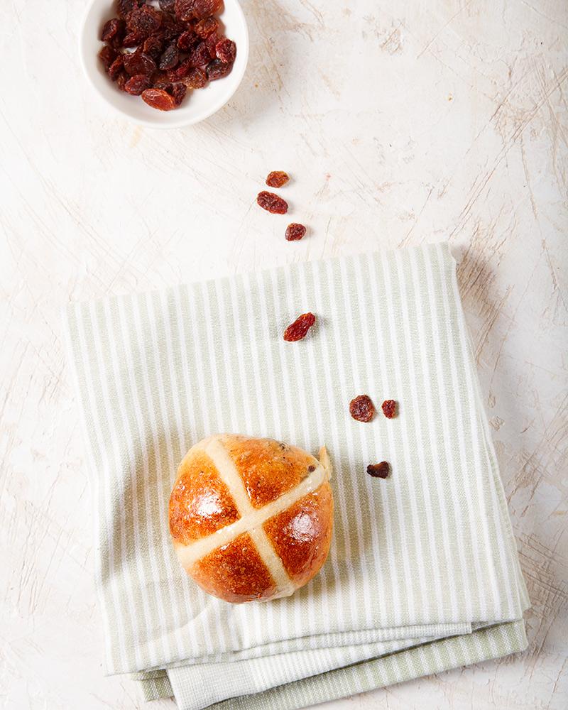 Easter cross buns with raisins