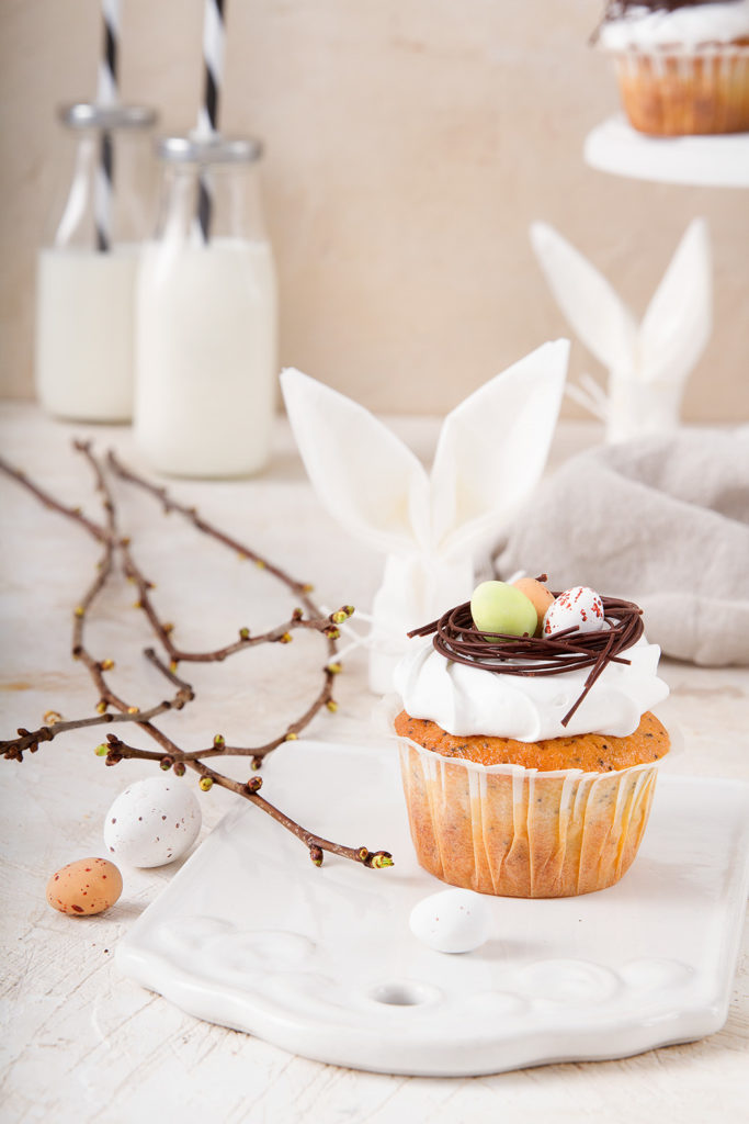 Easter table decoration: muffins with chocolate nests