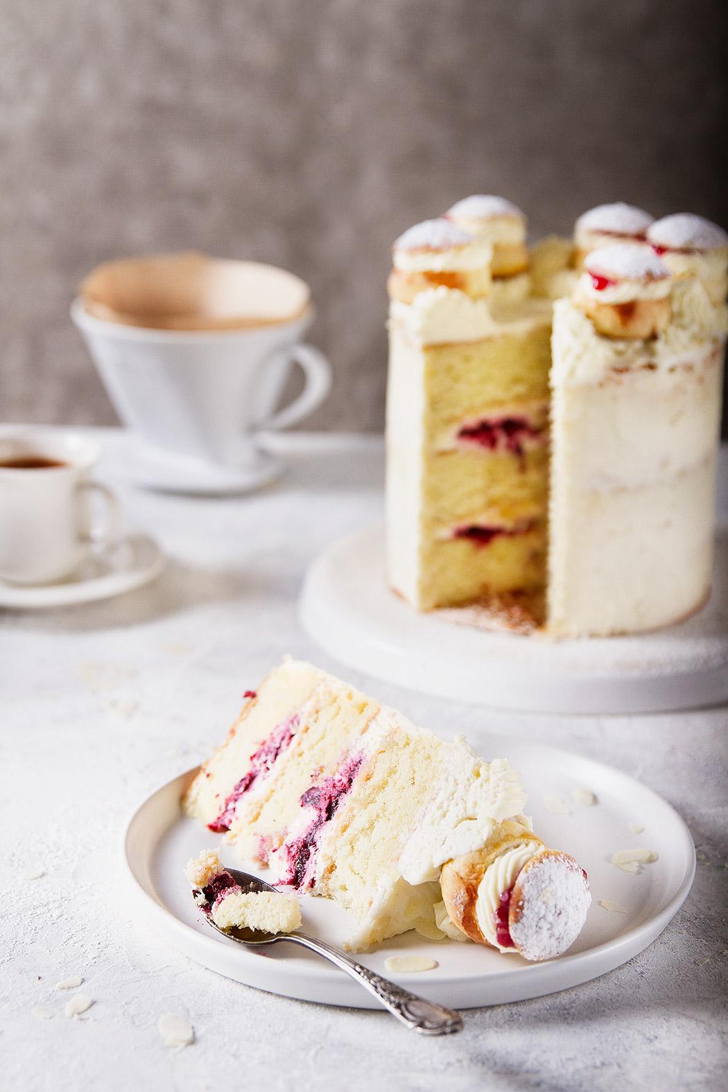 Shrovetide cake with buns